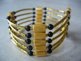 Bijou magnétique avec aimants jaunes