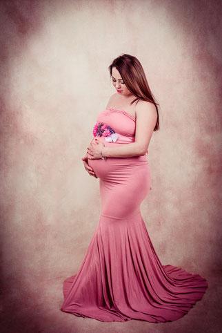 zwangere vrouw in elegante jurk