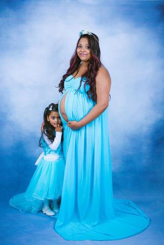 zwangere moeder met dochter