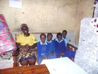 Margret mit den 4 Waisenkinder ihrer verstorbenen Schwester Alice. Asaph (erstes Kind von links).