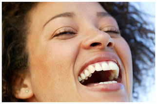ästhetisch schönes Zähne, darauf legen wir beider Anfertigung von Kronen.Brücken, Teil- und Vollprothesen von Su-Zahntechnik in Rüsselsheim großen Wert