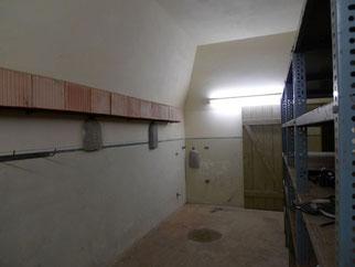 Elze-Berkhof_Bunker_Bunkerraum mit Porotonsteinen und Holzbeton-Halbschalen_I.Jacks-Sterrenberg (NABU Wedemark)_ws.jpg