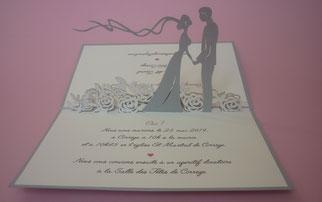 Faire-part pop-up mariage mariés sur lit de roses - Faire-part mariage haut de gamme - faire-part mariage original