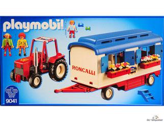 Im Paket Playmobil 9041 ist ein Traktor, einen Wohnwagen, eine Treppe, ein Mann eine Frau, ein Kind, ein Tisch und zwei Blumenkästen enthalten.