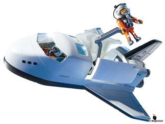 Die Besonderheiten im Playmobil Paket 6196 sind die LED-Lichteffekte an den Antriebsdüsen, die Beleuchtung im Cockpit, das einklappbare Fahrgestell mit weiteren beweglichen Teilen an der Raumfähre.