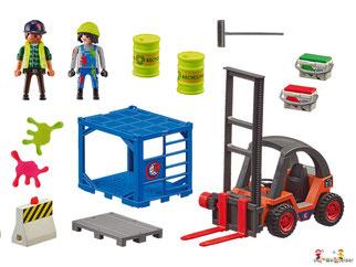 Im Paket Playmobil 9371 ist ein Geldtransporter, drei Polizisten, ein Gangster, ein Schäferhund, ein Motorrad, eine Kiste, zwei Gewehre, vier Pistolen, eine Handschelle, zwei Helme, ein Funkgerät, drei Schutzwesten und noch weiteres Zubehör.
