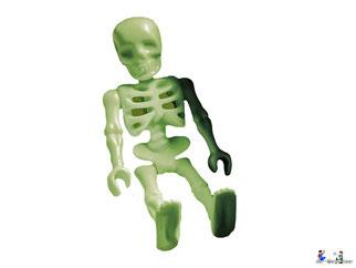Die Besonderheiten im Playmobil Paket 70413 ist ein leuchtendes Skelett vom Piratenkamerad Pit.