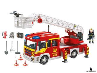 Im Paket Playmobil 5362 ist enthalten ein Feuerwehrfahrzeug, ein Feuerwehrmann, ein Feuerwehrhelm, ein Funkgerät, ein Feuerlöscher, ein Notstromaggregat und weiteres Zubehör.