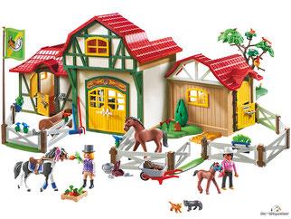 Im Paket Playmobil 6926 ist ein Reiterhof mit vielen Tiere und weiterem Zubehör enthalten.