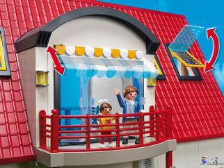 Die Besonderheiten im Playmobil Paket 4279 sind die herausziehbarer Markise über dem Balkon und den kippbaren Dachfenstern.