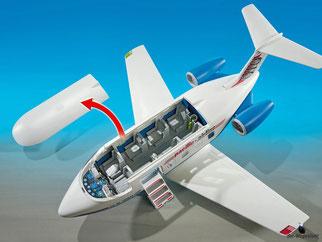 Die Besonderheit im Playmobil Paket 5395 ist das abnehmbare Dach zum bespielen des Cockpit und des Passagierbereiches.