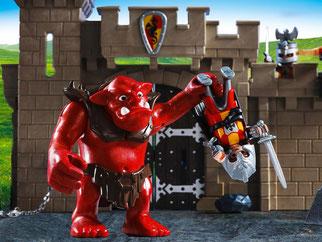 Die Besonderheit im Playmobil Paket 5670 ist der lustige Troll. Die Arme des Trolls sind in alle Richtungen beweglich und die Hände sind drehbar.
