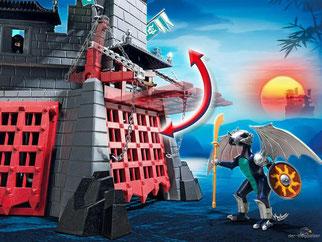 Die Besonderheit im Playmobil Paket 5480 ist die ein grosses schwerdes bewegliche Burgtor.
