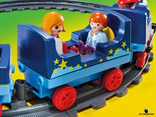 Die Besonderheiten im Playmobil Paket 6880 sind die vorhandenen Anhängerkupplung bei allen Eisenbahnwaggons, damit sie beliebig aneinander gereiht werden könne.