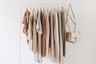 Capsule Wardrobe, Ordnungscoach, Kleiderschrank-Makeover, Styling, Minimalismus, Dagmar Schäfer, Ordnungscoach Zürich, Wallisellen