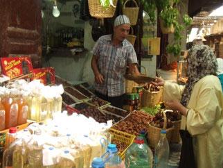 旧市街にある、「スーク」と呼ばれる市場を見て回るのも面白いです。