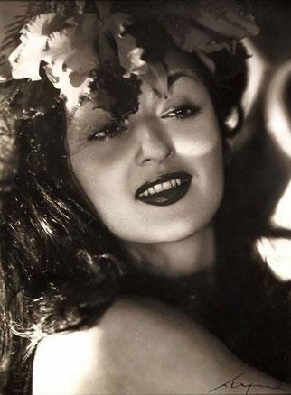 """Mme MARISA MARESCA 1955.(3 JANV. 1923 - 22 FEV. 1988) et <<<< COMTE CORRADO AGUSTA  (30 SEPT.1923 - 14 JUIN 1989) PARENTS DU COMTE RICCARDO """"ROCKY"""" AGUSTA."""