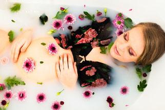 sesja ciazowa z kwiatami