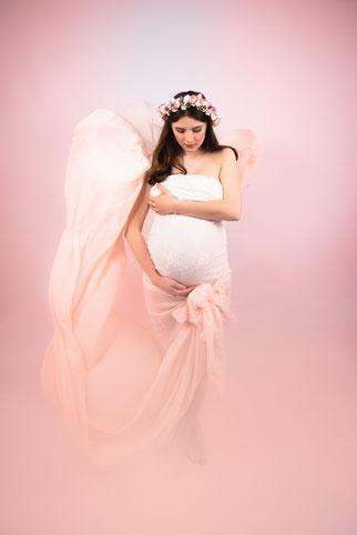 zakochana para w deszczu