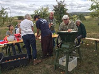 Ein Teil der Apfelernte 2018 wurde vor Ort zu Apfelsaft verarbeitet