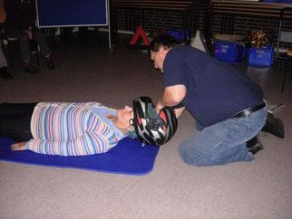 Torsten Schlack erklärt den richtigen Umgang mit Kopfverletzungen