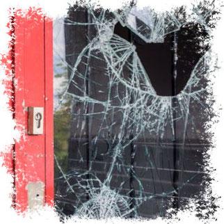 Die Täter verschafften sich über ein Fenster Zutritt · Beispielbild · Foto→ dpa