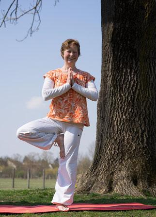 Yoga mit Baum