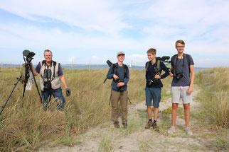 Nachwuchs-Ornithologen helfen beim Monitoring auf dem Bottsand - Foto: Probsteier Herold / M. Schymroch