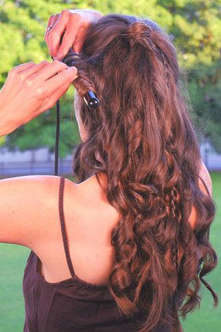 halboffene Frisur mit Locken