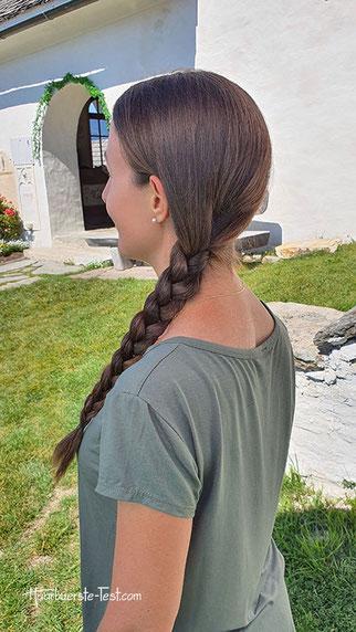 Seitlich geflochtene Haare