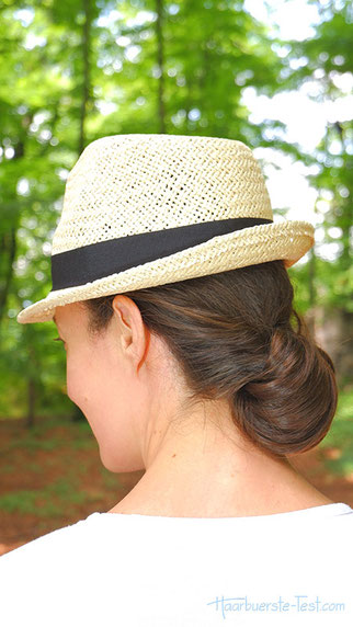Chignon mit Hut