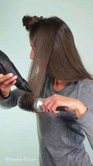 Föhnen mit Rundbürste und Haartrockner
