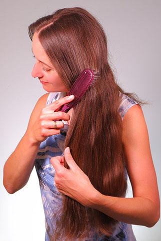 lange Haare bürsten