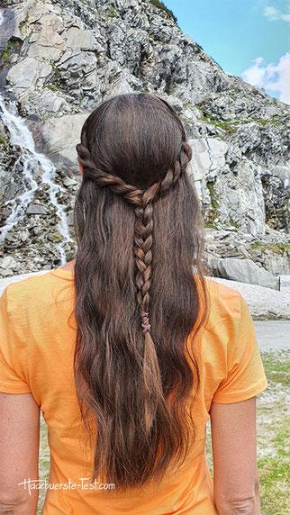 Offene Flechtfrisur mit Twists: schöne Frisur für lange Haare