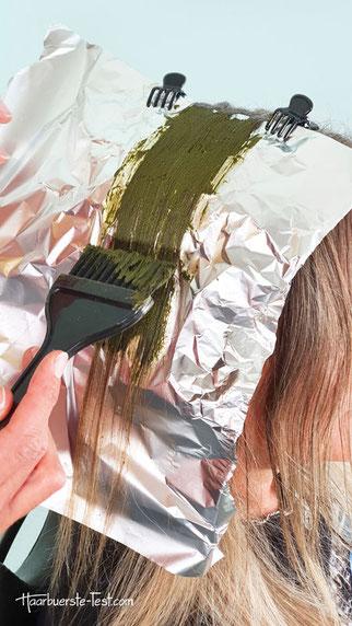 Auftragen khadi Haarfarbe