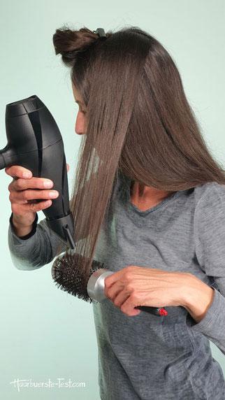 Haare glatt föhnen mit Rundbürste