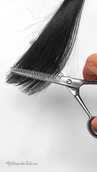 Zweiseitige Effilierschere beim Haare ausdünnen