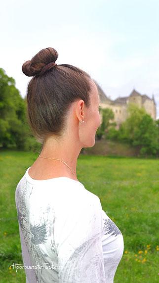 Hoher Dutt mit Haargummi