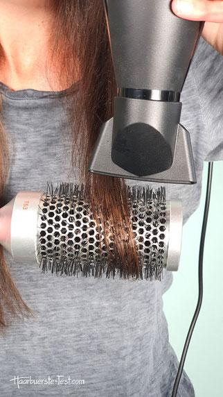 Haare glätten mit Rundbürste