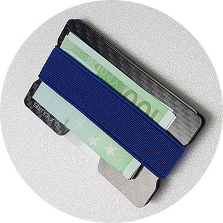 Geldschein und Kartenetui