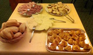 """La colazione di Pasqua e Pasquetta servita ai nostri ospiti, con - in particolare - la pizza di formaggio e i """"piconi"""", tipicamente ascolani"""