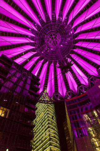 © Olivier Philippot - Urban human relations - Photo Like a city in the night - Berlin Sony Center