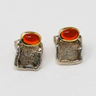 Ohrstecker aus Silber und Gold mit hochwertigem Feueropal