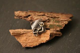 Stickpin aus Silber mit künstlerischer Figur