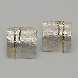 Ohrring als Kreolen aus Silber mit individueller Oberfläche