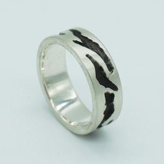 Ring aus Silber mit geschwärzten Flächen