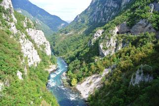 …und bietet tolle Ausblicke auf den Fluss