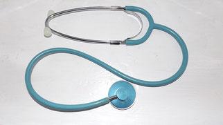 Das Stethoskop wird für die Untersuchung von inneren Erkrankungen benutzt