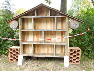wieder instandgesetztes Insektenhotel, Foto NABU GG