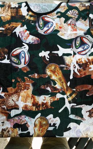 Art avec Tee shirt trouvé à Albina au Surinam